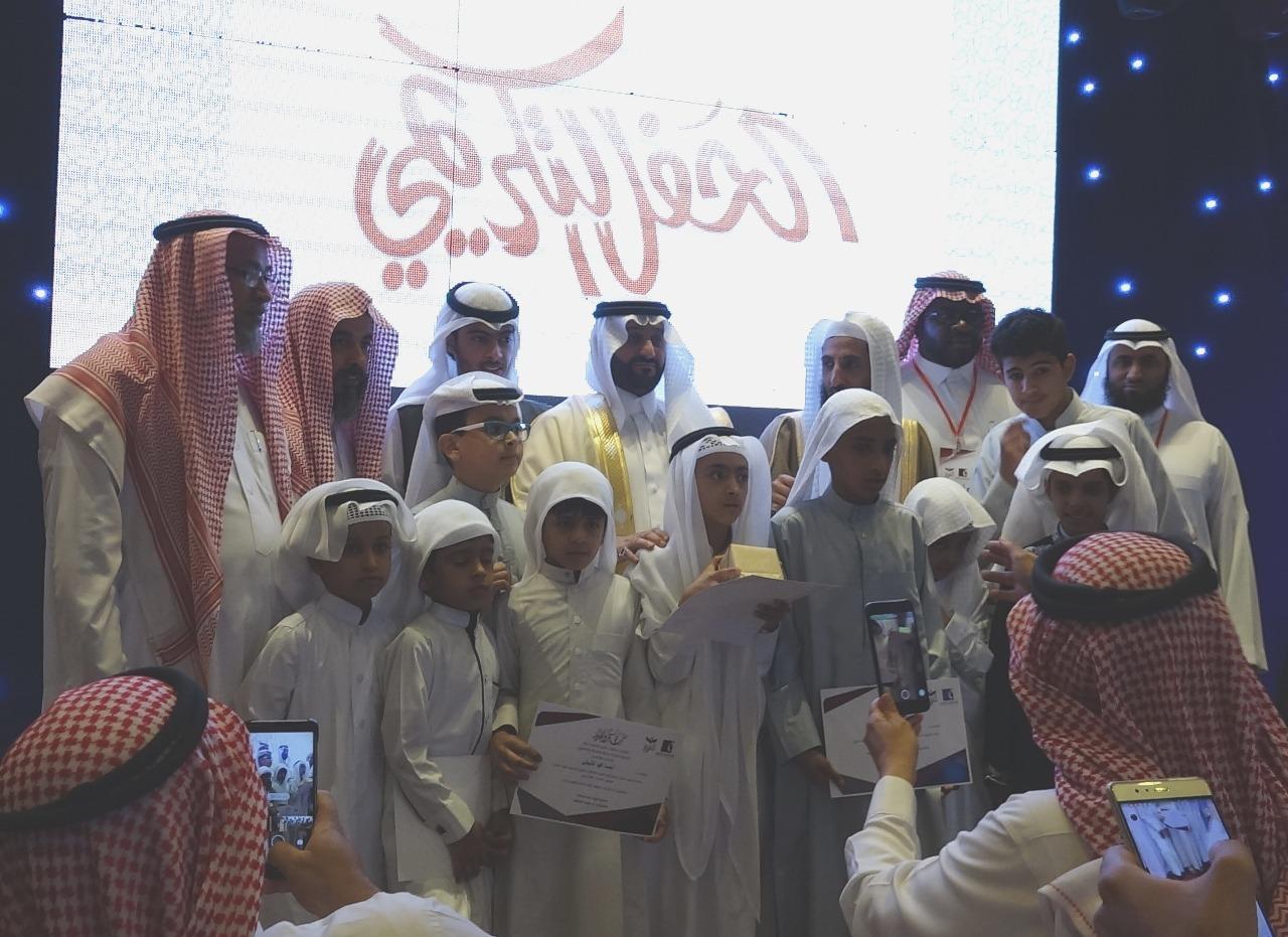 تكريم طلاب حلقات النور النموذجية لتحفيظ القرآن
